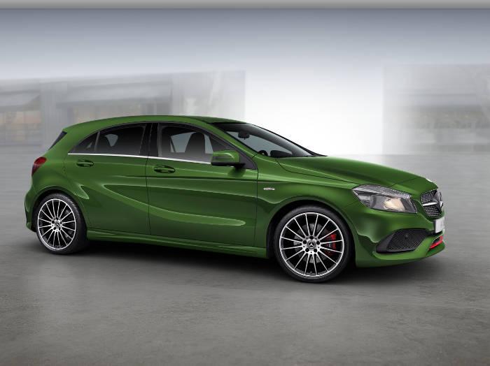 mały zielony compact Mercedesa