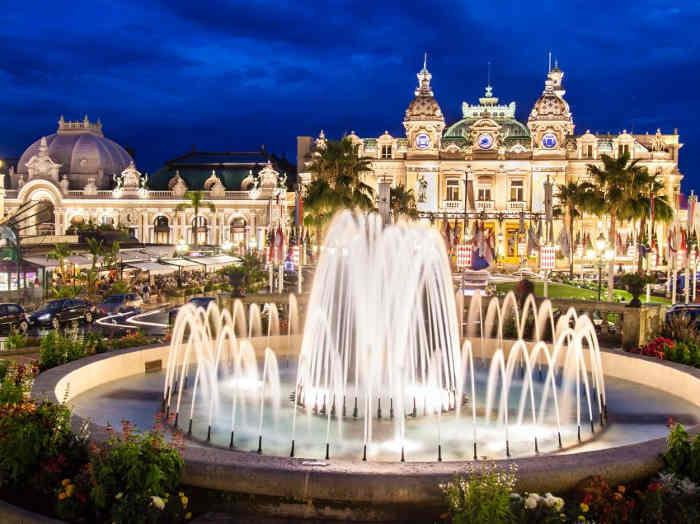 pałac i fontanna