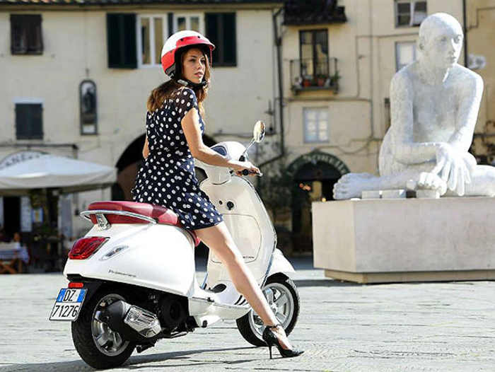 kobieta na skuterze