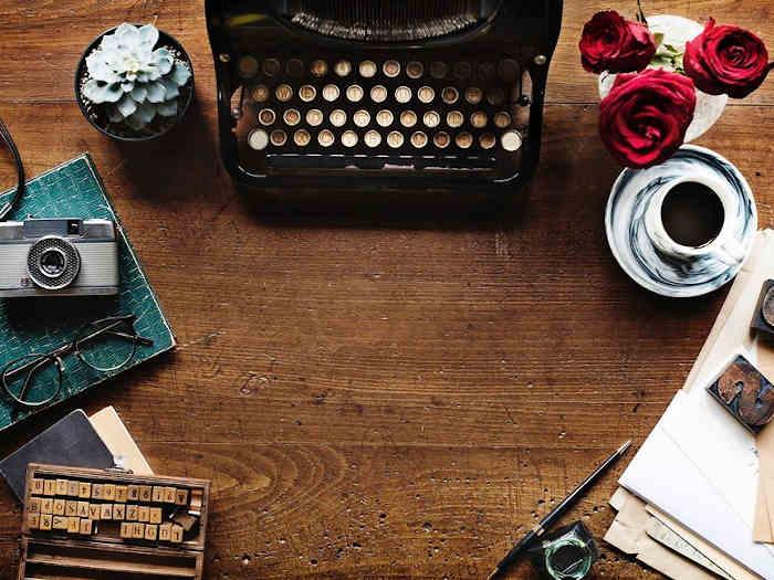 kompozycja z maszyną do pisania