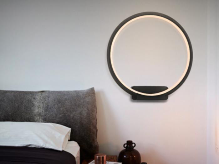 lampa na ścianie